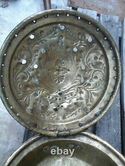 Ancient Basin 18th In Brass Decoration Ducal Crown And Cross Of Lorraine