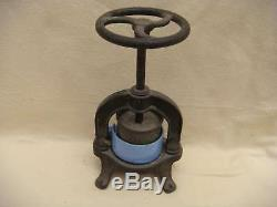 Old Press Meat Juice Cast Iron Folk Art Object Vb2014