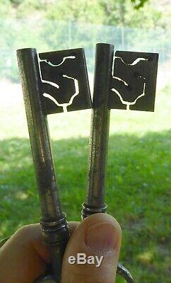 Pair Of Keys Late Eighteenth, Panneton In Days, Never Used, Never Used