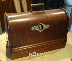Very Beautiful Singer Sewing Machine 1900