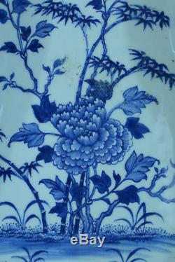Bidet Porcelaine Blanc Bleu Pivoines Papillons chine China bidet toilet 18thc