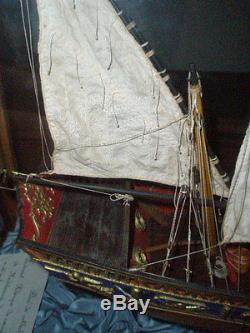 GRANDE MAQUETTE BATEAU VOILIER MODELE REDUIT et sa VITRINE
