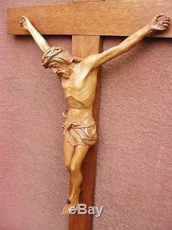Important crucifix en bois sculpté fin XXe siècle / début XXe siècle