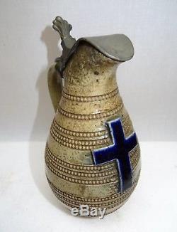 Petite cruche couverte d'étain de couvent en grés vernissée pour l'eau bénite