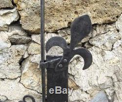 Rare crémaillère en fer forgé. Epoque XVIII ème. Fleur de lys. Cheminée